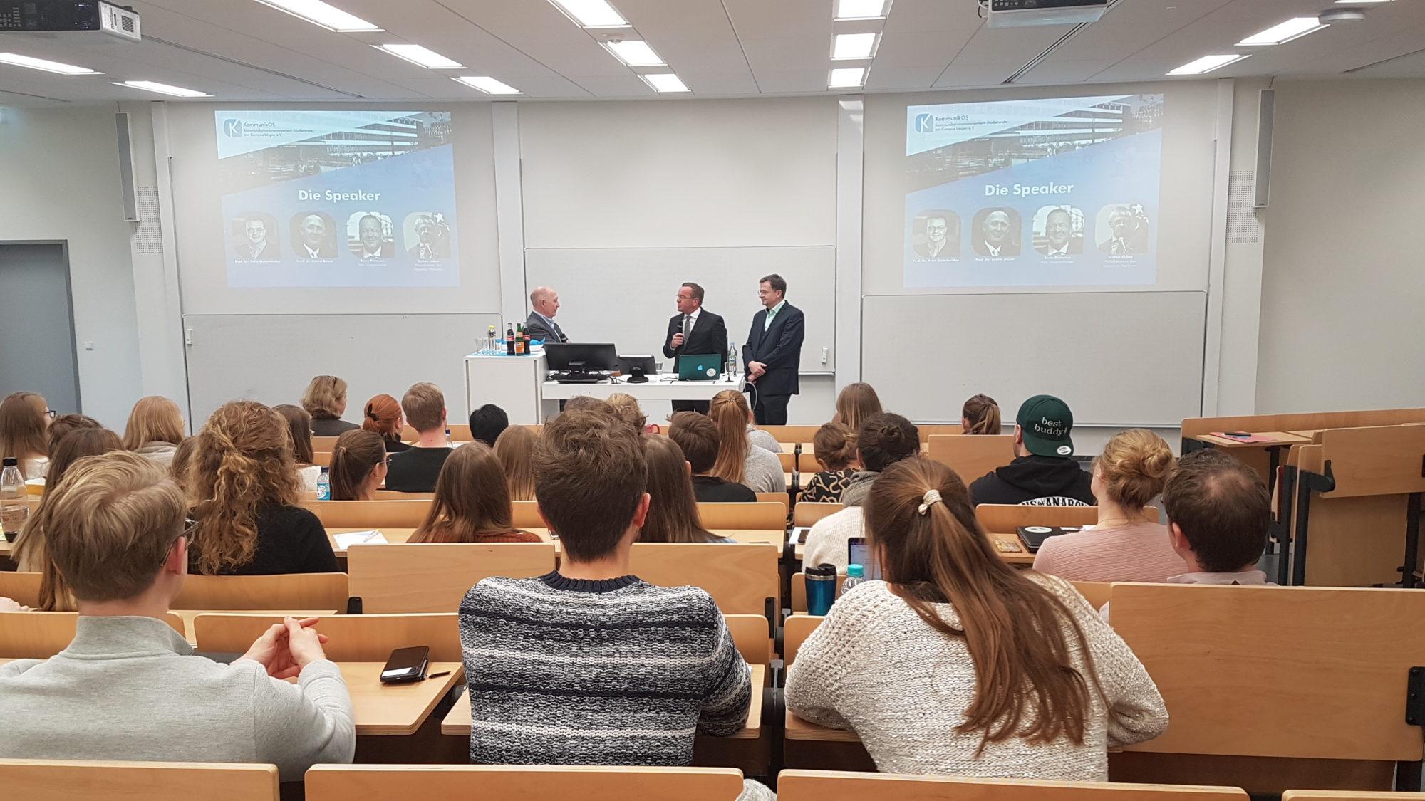 Prof. Dr. Achim Baum und Felix Osterheider im Gespräch mit dem niedersächsischen Innenminister Boris Pistorius  Kommunikation als Waffe