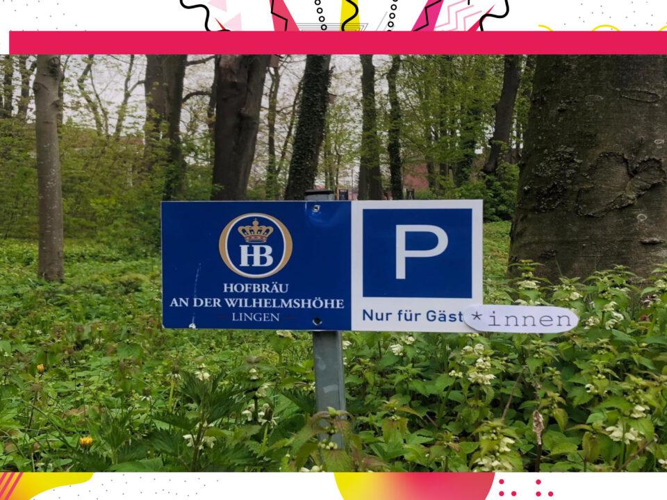 Gegendertes Parkplatzschild: